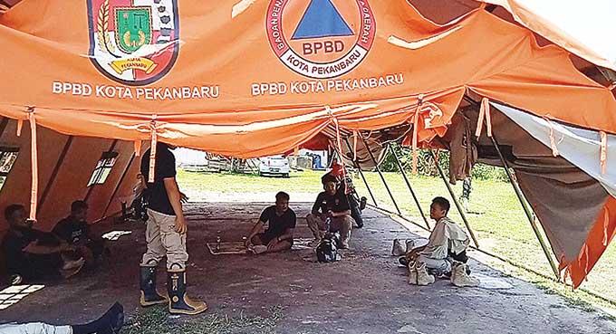 Bantuan Logistik Lamban, Enggan Mengungsi di Tenda
