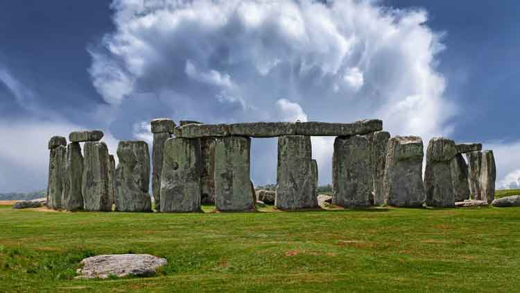 Bongkahan Batu Monumen Berusia 4.500 Tahun Ditemukan Dekat Stonehenge