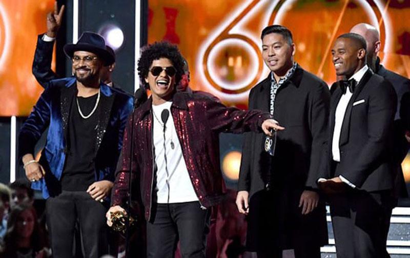 Bruno Mars dan Kekasihnya Makin Mesra
