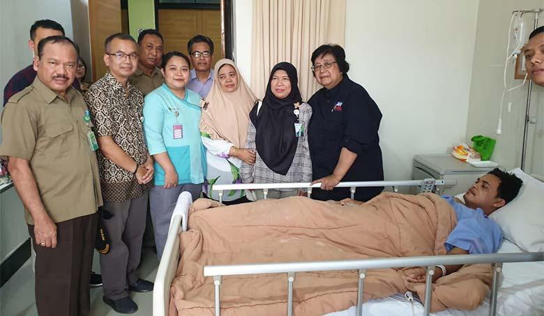 Menteri LHK Jenguk Petugas Manggala Agni Yang Alami Kecelakaan