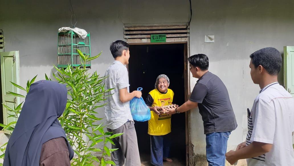 Bantu Lansia Tiga Desa di Kecamatan Hulu Kuantan