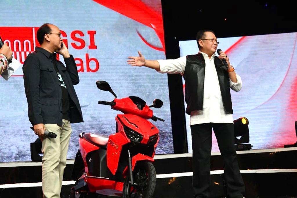 Lelang Motor Listrik Bertandatangan Jokowi Laku Rp2,550 M