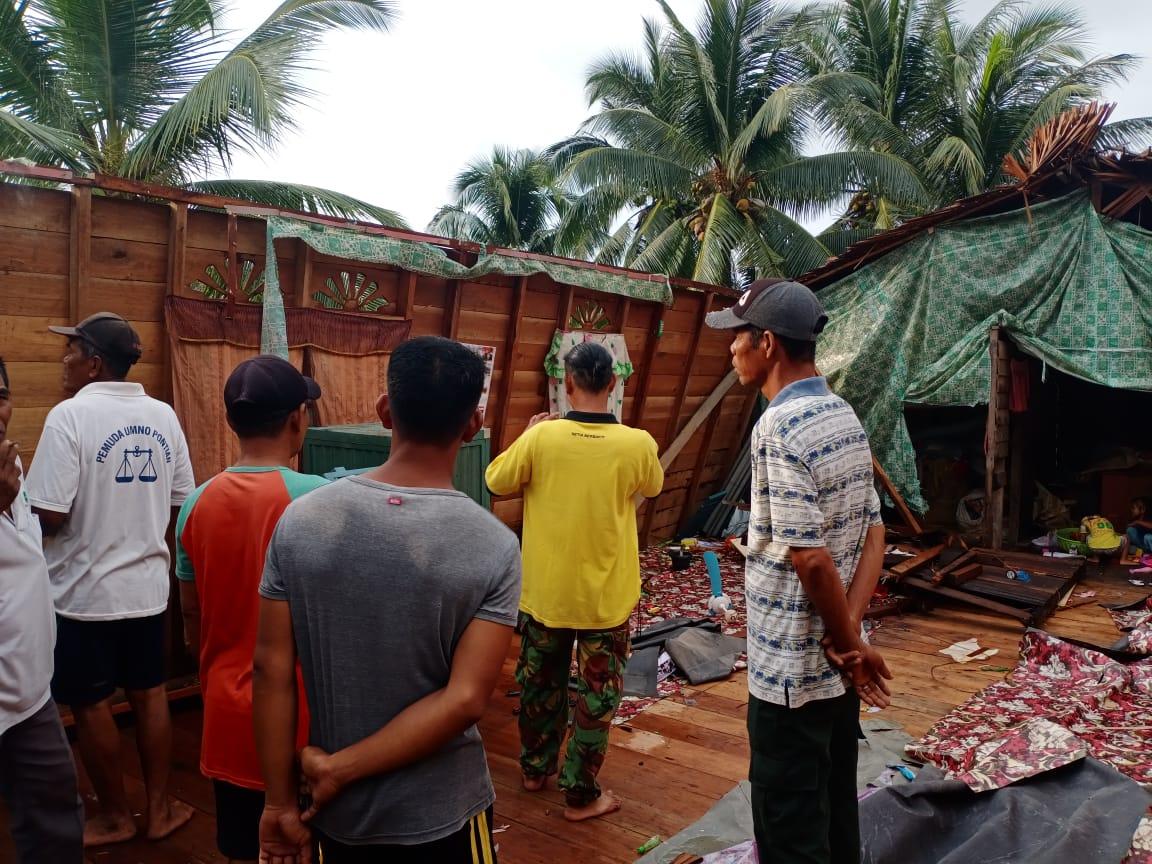 Dihantam Angin Puting Beliung, Rumah Janda di Meranti Rusak Parah