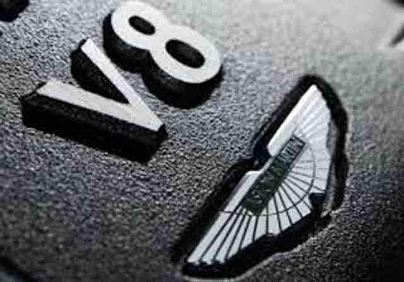 Mercedes Pensiunkan Mesin V8