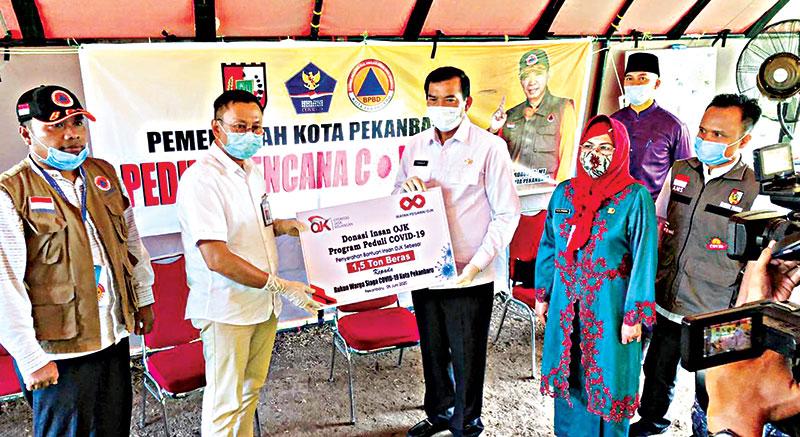 OJK Riau Salurkan 1,5 Ton Beras
