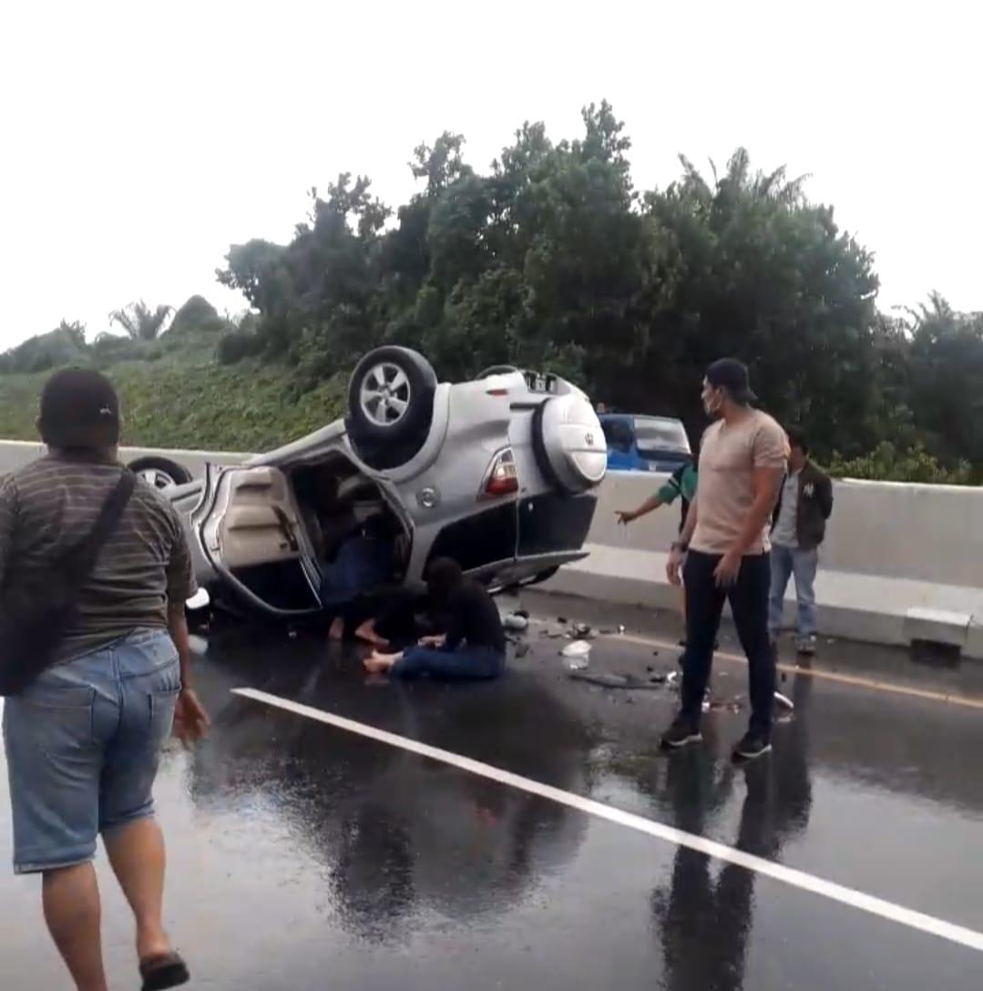 Kecelakaan Tunggal, Minibus Terguling di Ruas Tol Pekanbaru-Dumai