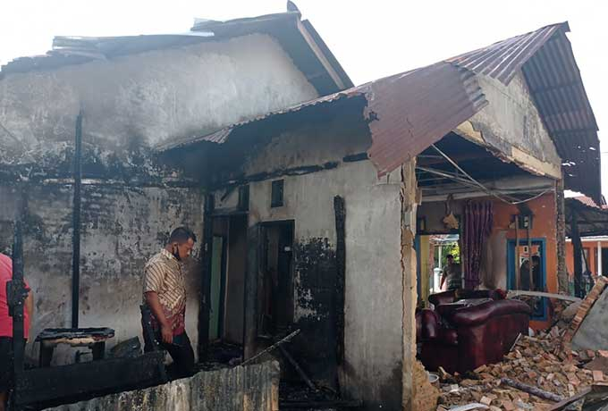 Satu Unit Rumah dan Sepeda Motor Ludes Terbakar di Rimbo Panjang