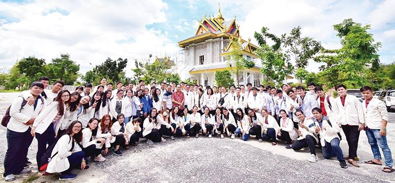 Mahasiswa IBT Pelita Indonesia Kunjungi Bumi Suci Matreya