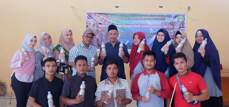 Tim LPPM Unri Ajarkan Ecobrick di Kampung Bunga Raya