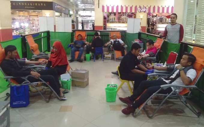 RS Awal Bros Ajak Pengunjung Mal Donorkan Darah