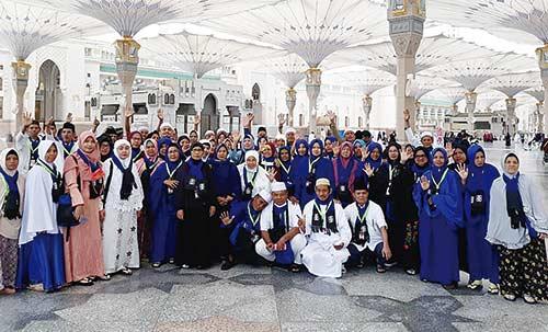 PT BIB Travel Berangkatkan  Jamaah Umrah dari Bandara SSK II