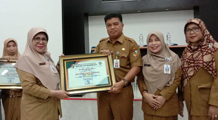 SMPN 8 Raih Penghargaan Sekolah Sahabat Keluarga
