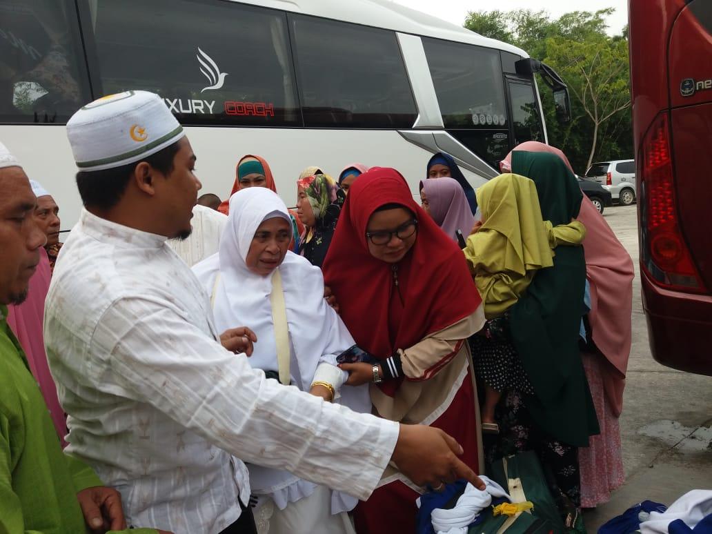 Tangis Bahagia Sambut Kedatangan Jamaah Haji Siak