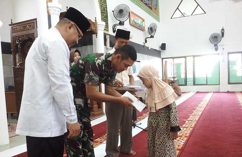 Masjid Al Mukhlisin Santuni Anak Yatim Piatu