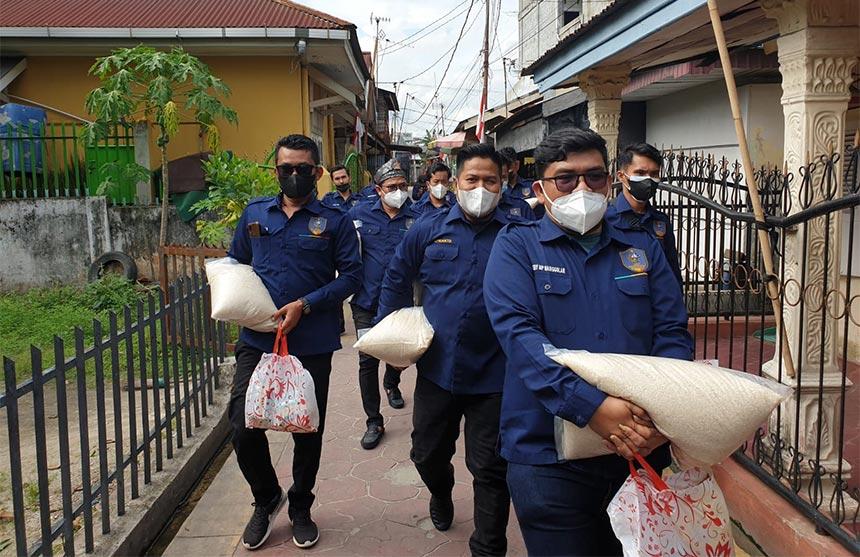 PP BMR Salurkan Bantuan Sembako ke Masyarakat.