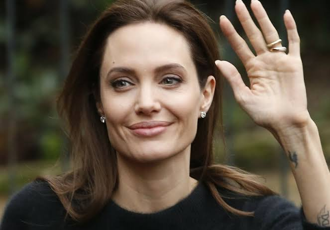 7 Rahasia Awet Muda Angelina Jolie di Usia 46 Tahun