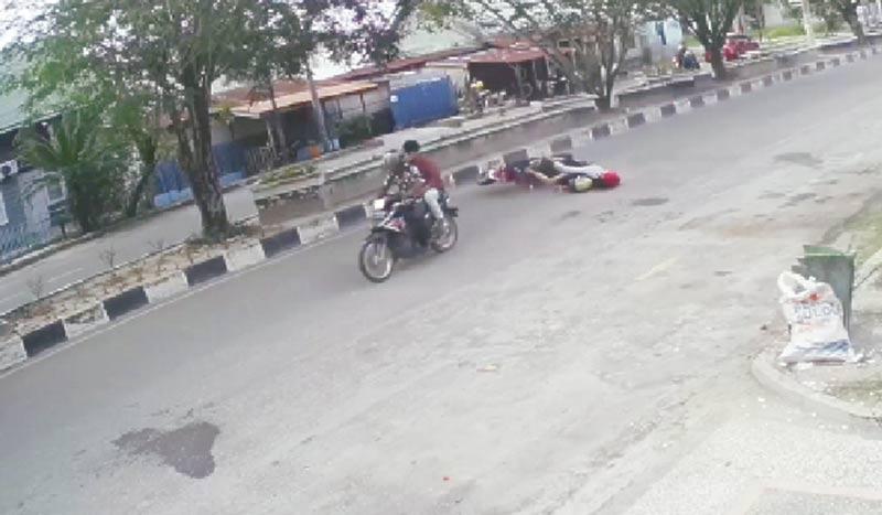 Heboh, Aksi Jambret Terekam CCTV