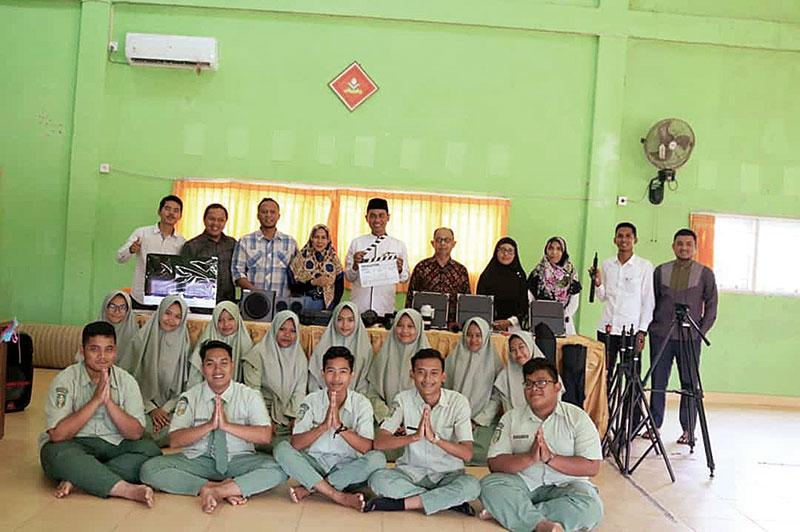 SMA Muhammadiyah Bangkinang Kota Terima Bantuan Alat Produksi Film dari Kemendikbud