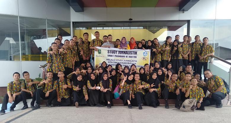 SMAN 7 Pekanbaru Studi Jurnalistik ke Riau Pos