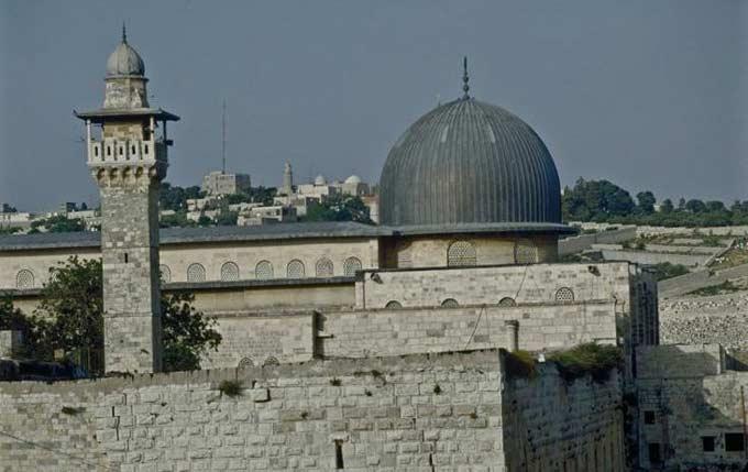 Masjid Al Aqsa Dibuka Kembali Usai Ricuh