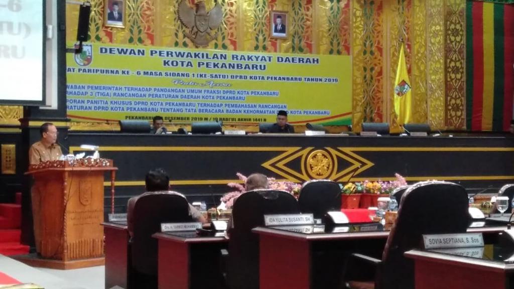Ketua DPRD Kota Pekanbaru Hamdani Meradang