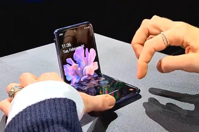 Dibanderol Rp21 Jutaan, Samsung Galaxy Z Flip Ludes