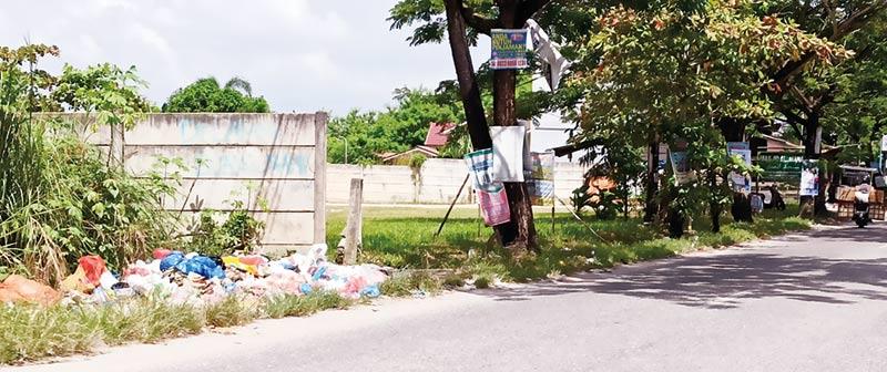 Tak Miliki Kesadaran, Warga Buang Sampah di Jalan Inpres