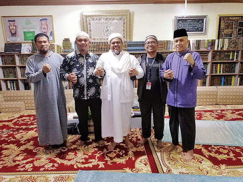Riau Pos Didoakan dari Makkah