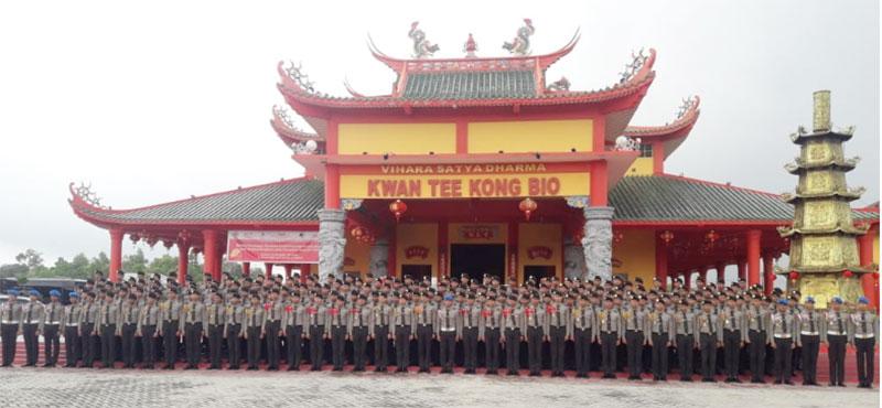 203 Siswa SPN Polda Riau Gotong Royong di Vihara Satya Dharma Rumbai