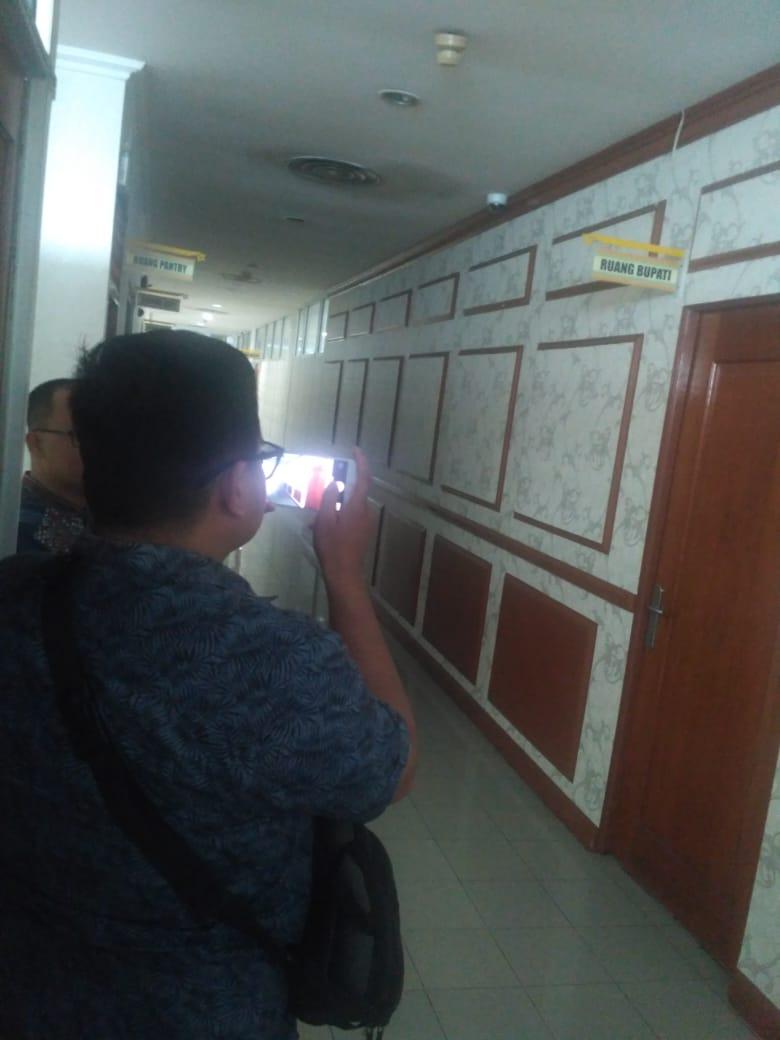 Satu Hari Bupati Amril Ditahan KPK, Wabup dan Sekda Tak Berada di Tempat
