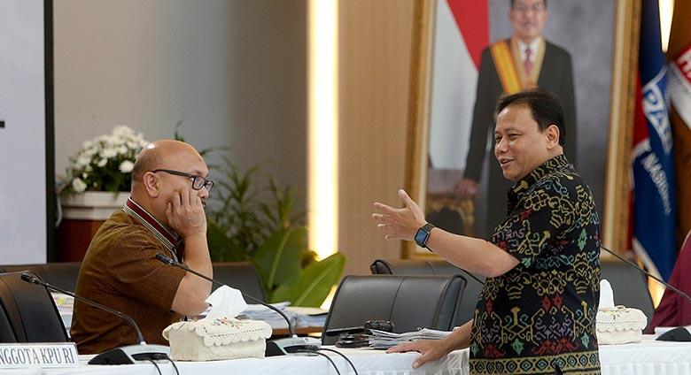 DKPP Copot Jabatan Dua Komisioner KPU