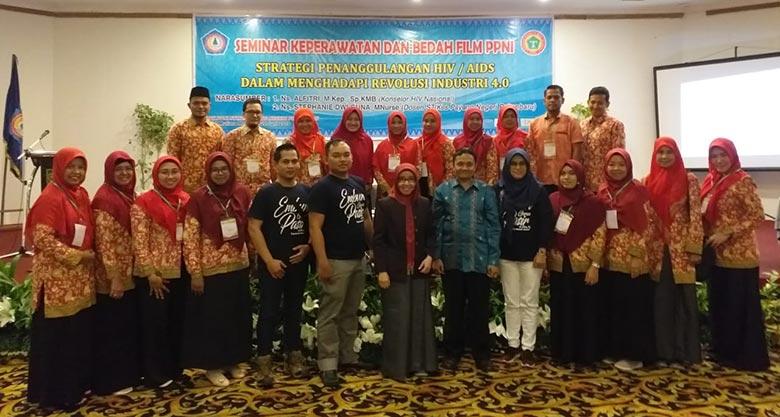 STIKes Payung Negeri Gelar Seminar Keperawatan dan Bedah Film PPNI