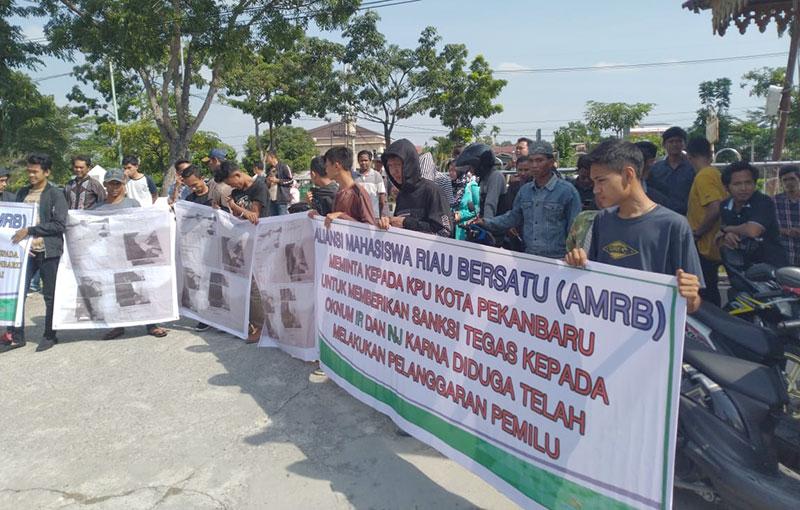 AMRB Kembali Demo KPU Pekanbaru