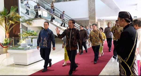 Gubernur DKI Beri Insentif untuk Mobil Listrik, Jokowi: Nanti Parkirannya Digratiskan
