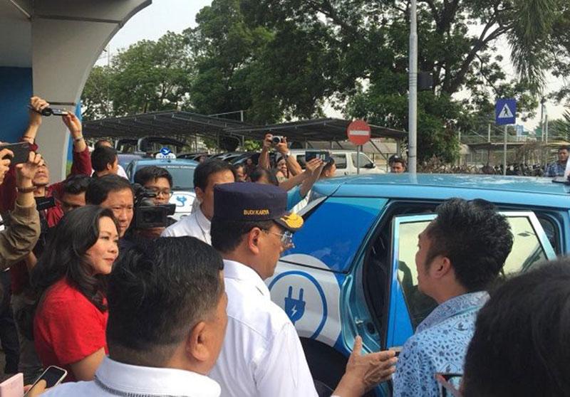 Taksi Listrik Bandara Soekarno-Hatta Pertama di Asia