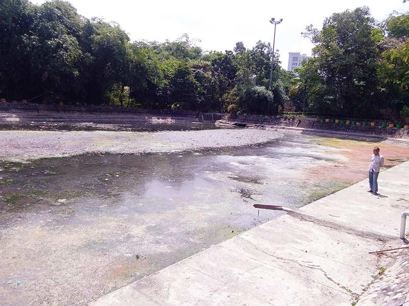 Kolam Pekanbaru City  Park  Dipenuhi Sampah   Dangkal dan  Penuh Sampah