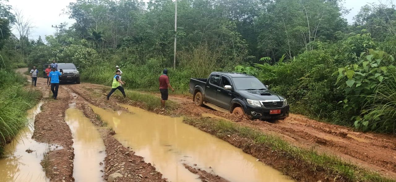 Jalan Provinsi di Cipang Rusak Parah, Warga: Semoga Pak Gubernur Memperhatikan Nasib Kami