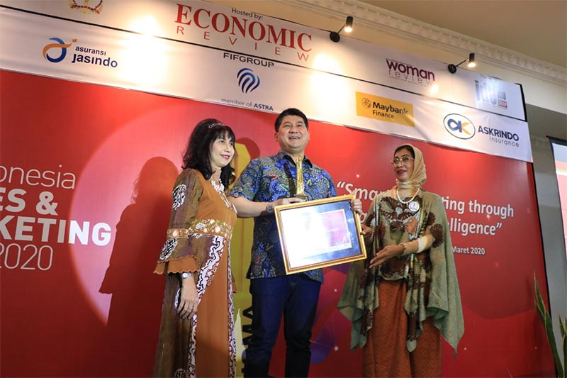 FIFGROUP Raih Penghargaan Indonesia Sales Marketing Award di Economic Review