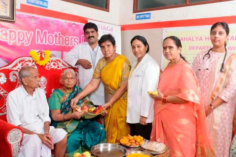 Ajaib, Perempuan 73 Tahun di India Melahirkan Bayi Kembar