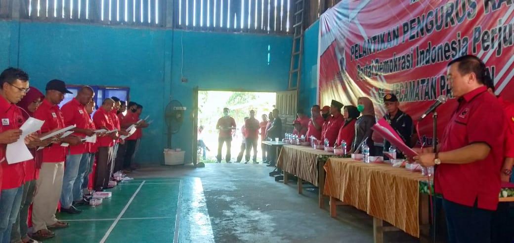 Halim Lantik 17 Pengurus Ranting PDIP Se Kecamatan Pangean