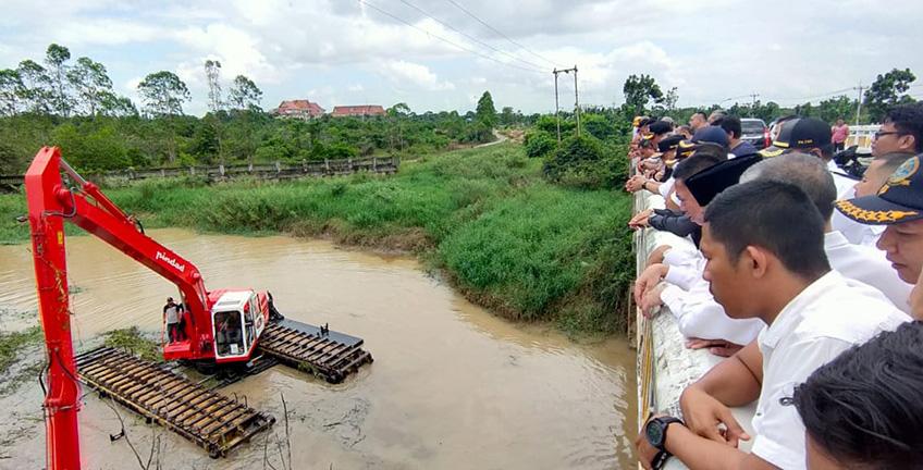 Pelalawan Anggarkan Pembelian Dua Ekskavator Amphibius Antisipasi Banjir