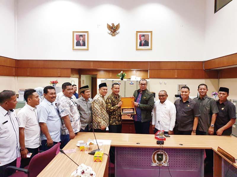 Belajar ke Komisi I DPRD Riau