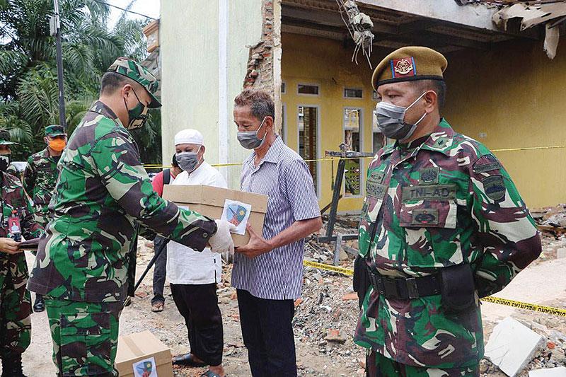 Bantu Evakuasi, 8 Orang Dapat Penghargaan