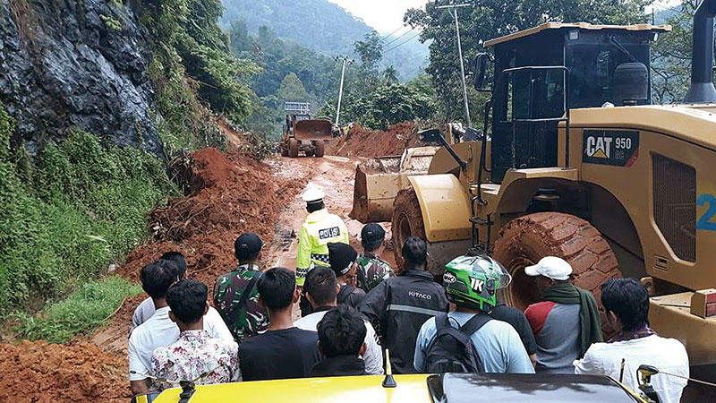Jalan Riau-Sumbar Belum Aman