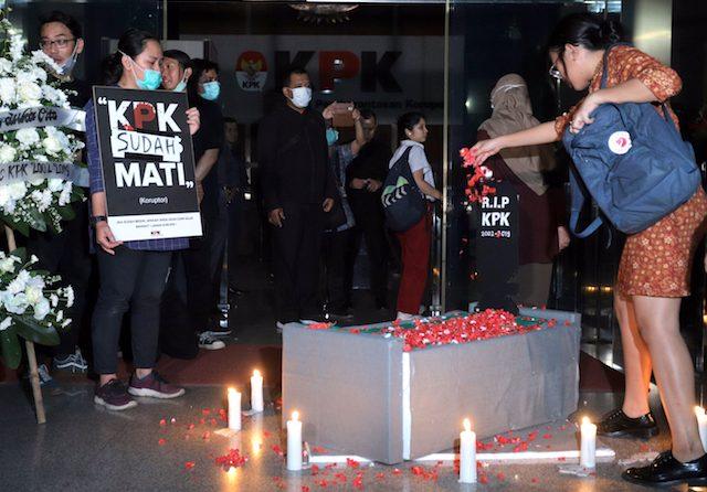 Jelang Matinya UU KPK Lama, Satu Menteri dan 2 Bupati Tak Berkutik