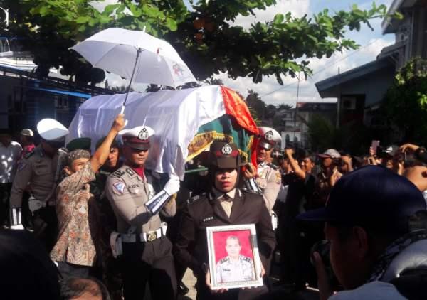 Wakapolda Riau Lepas Keberangkatan Iptu Auzar ke Peristirahatan Terakhir