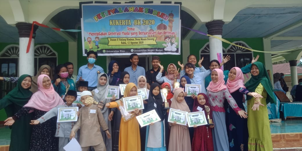 Mahasiswa KKN Unri Kembangkan Pendidikan Karakter di Sialang Rimbun