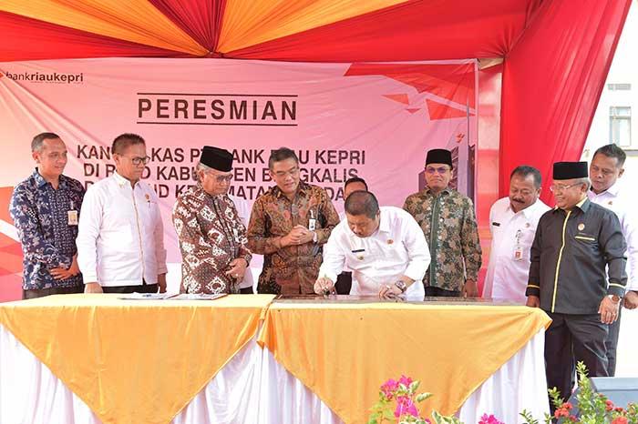 Bupati Bengkalis Resmikan Dua Kantor Kas Bank Riau Kepri Sekaligus