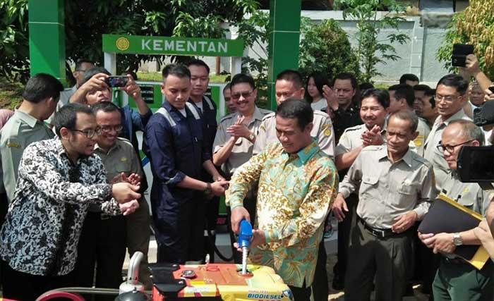 Menteri Pertanian Uji Coba BBM Biodiesel B100