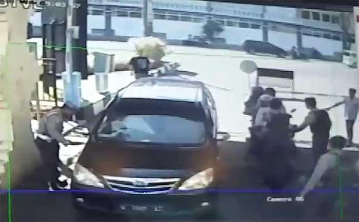 Bom Diledakkan di Pintu Masuk Mapolrestabes dari Pengendara Motor